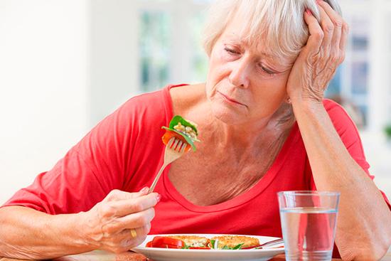 Пожилой человек не ест – что делать?