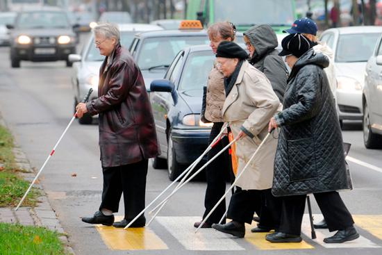 Полностью слепые люди