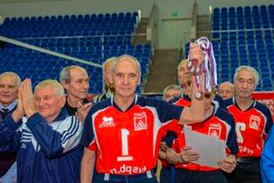 Пожилая команда по волейболу