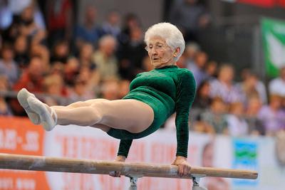 Пожилая гимнастка не перестает тренироваться и выступать