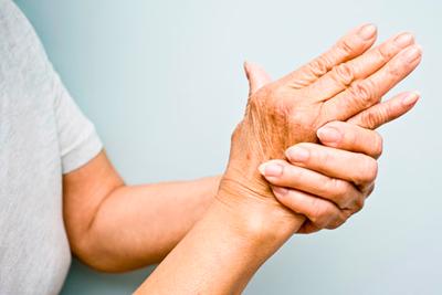 Тремор рук у пожилых людей