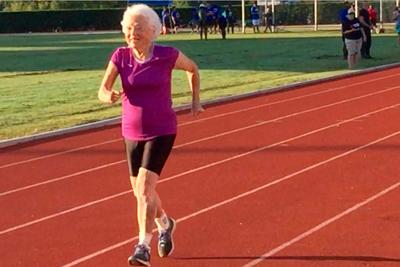 Установление нового мирового рекорда в 100-метровом забеге в возрасте свыше 100 лет